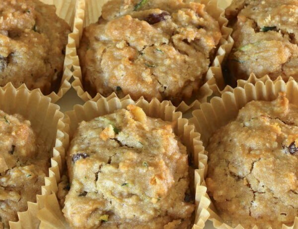 Six moist and fluffy zucchini muffins (gluten free vean)